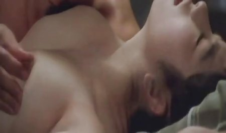 Schöne Brünette wird mit zwei großen freie deutsche erotikfilme schlafen