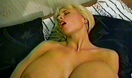 Connies riesige Brüste füllten den die besten deutschen erotikfilme Honig gut