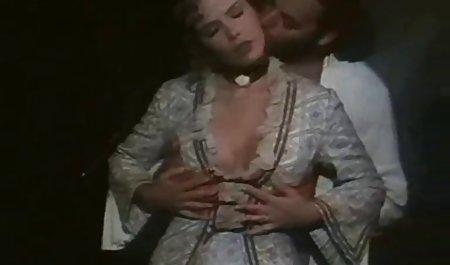 Big Titted Blonde saugt und fickt 2 große kostenfreie deutsche erotikfilme Schwänze