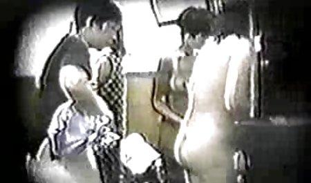 Die erotikfilme in deutscher sprache vollbusige Julia schleift ein Mitglied in einem Badeanzug an