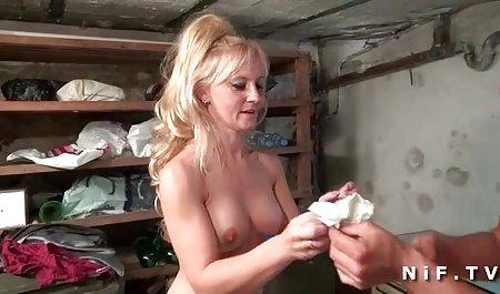 Brünette bekommt einen Schwanz deutsche erotikfilme stream in den Hintern