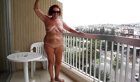 Schwarzhaarige Schlampe schluckt einen fetten Schwanz auf dem Bett kostenlose erotikfilme in deutscher sprache